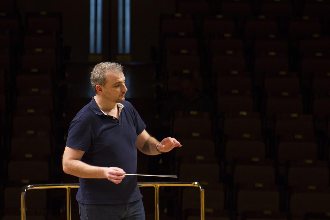 Edmundo Vidal director de orquesta reconocido