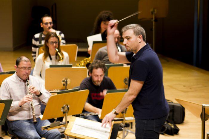 Edmundo Vidal director de orquesta si necesitas un director de orquesta para tu espectáculo es la elección adecuada